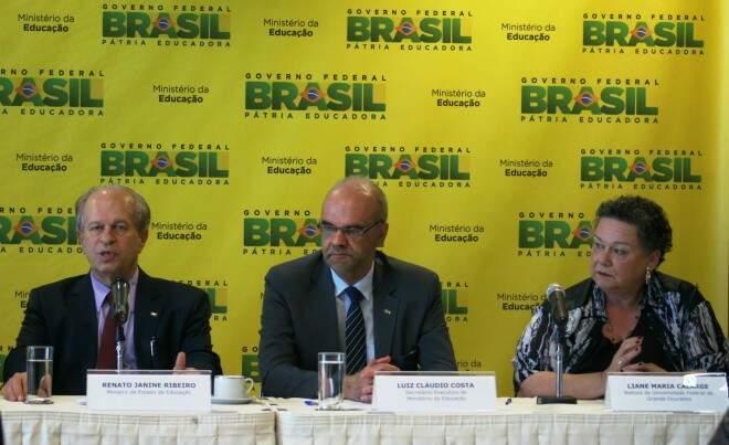Liane durante solenidade de posse realizada pelo ministro da educação Renato Janine Ribeiro (Foto: Franz Mendes)