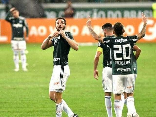 Verdão enfrentou um duro adversário, esta noite, mas garantiu um bonita vitória. (Foto: Marcos Ribolli/GE)
