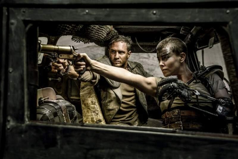 O elenco do longa tem como protagonistas Tom Hardy e Charlize Theron.(Foto:Divulgação Site Info)