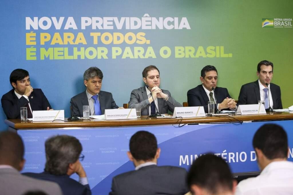 """Equipe do governo divulgou hoje, em entrevista coletiva, os detalhes da """"nova previdência"""". (Foto: Agência Brasil)"""