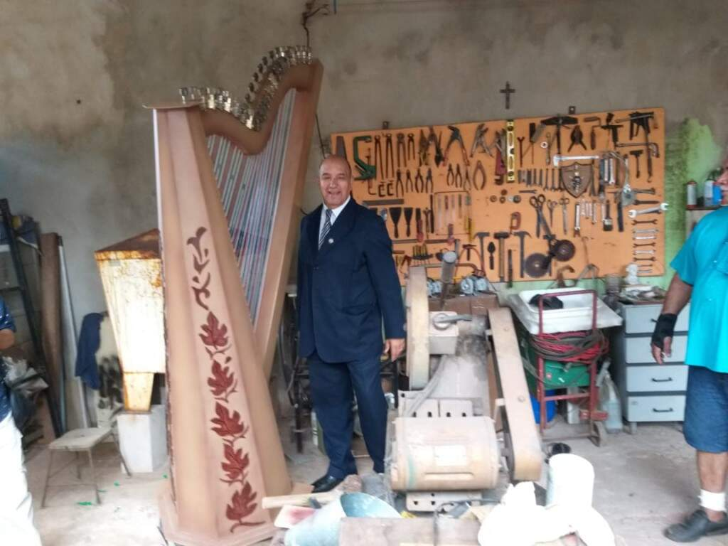 Harpa fará parte do monumento da entrada da associação. (Foto: Arquivo Pessoal)
