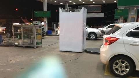 Medo do desabastecimento lota postos e gasolina começa a faltar