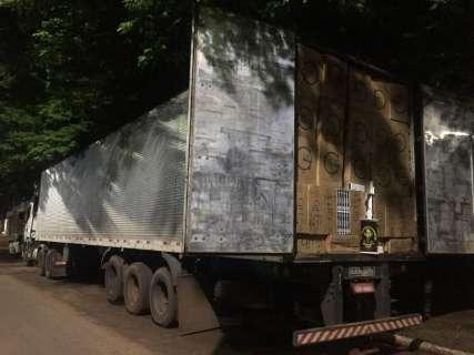 DOF apreende caminhão com 450 mil maços de cigarro do Paraguai