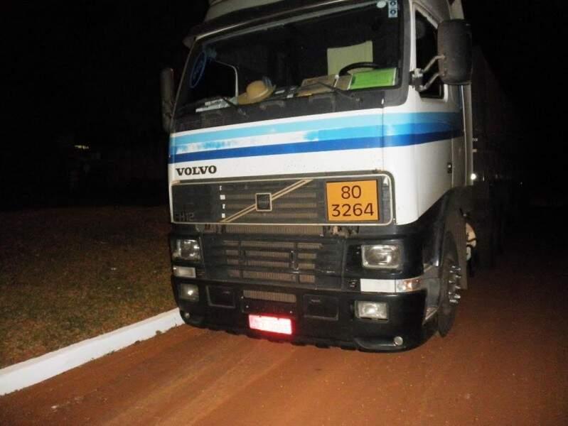 Caminhão transportava ácido sem autorização ambiental. (Foto:Divulgação/PMA)