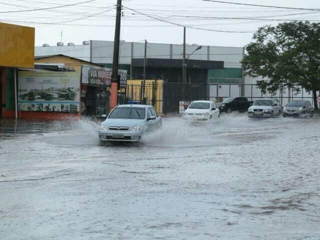 Chuva foi intensa na região norte, saída para Cuiabá (Foto: Alcides Neto)