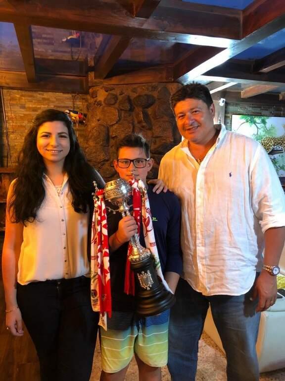 Luiz Andrade com a filha Bárbara, de 25 anos, e o filho mais novo Micael, de 13 anos (Foto: Arquivo pessoal)