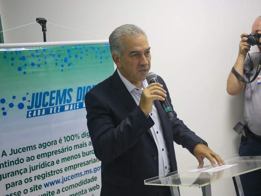 Reinaldo Azambuja, governador do Estado, durante discurso. (Foto: Paulo Francis).