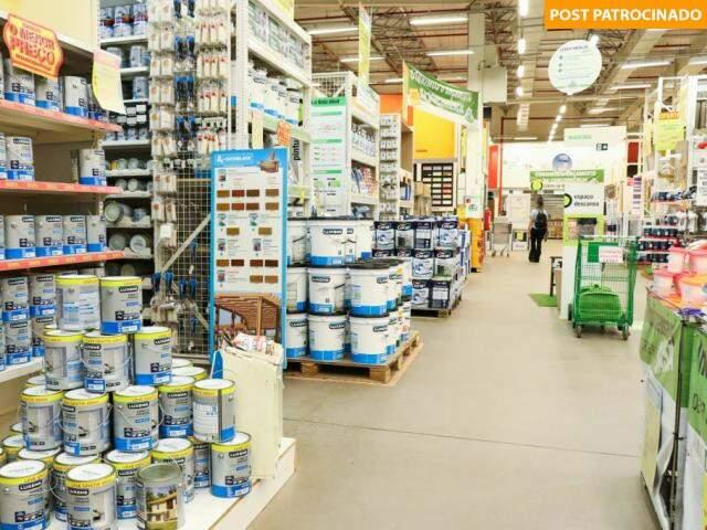 Limpa estoque tem ofertas em todos os 15 departamentos da loja. (Foto: Paulo Francis)