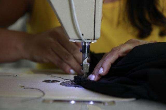 Em endereços nobres, ajuste de calça pode custar metade do valor de peça nova