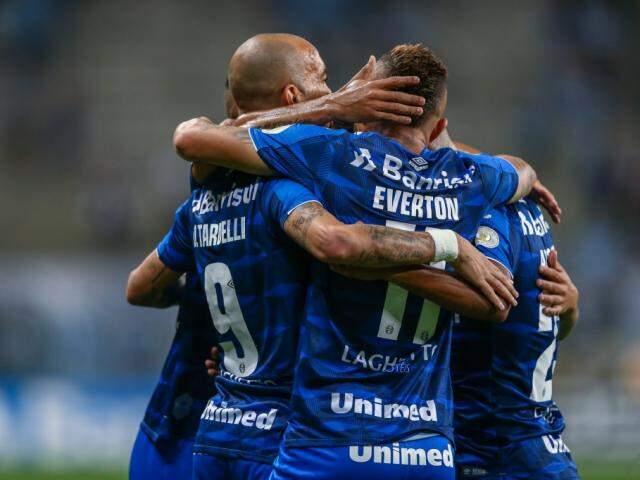 Comemoração dos jogadores após o placar desta noite. (Foto: Lucas Uebel | Grêmio FBPA)
