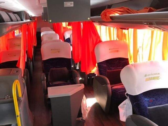 Interior dos ônibus da Seriema usado nas viagens para Corumbá (Foto: Sylma Lima / Capital do Pantanal)