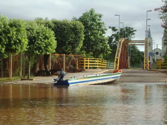 Cheia no rio isolou Aquidauana nos últimos dias. (Foto: Fernando Orue)