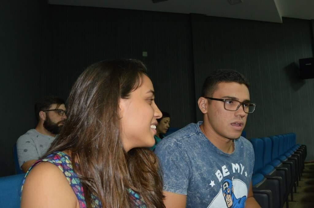 O casal, Gabriela Marcelino Martins e Felipe Inocência Marcelino querem construir uma família (Foto: Alana Portela)