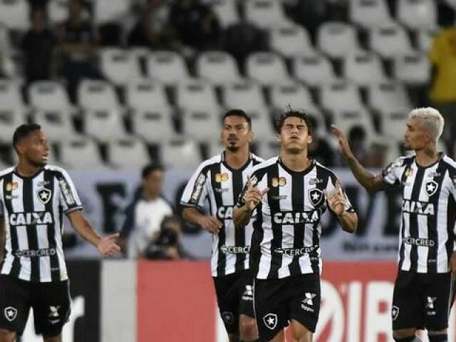 Com o placar o O Botafogo fica em 10º colocado com 20 pontos. (Foto: GE)