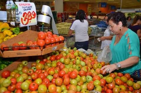 Depois de alta, Governo promete plano para controlar preço do tomate
