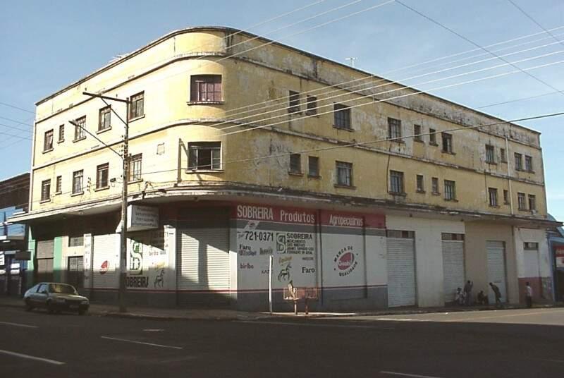 Edifício construído por Thomé, na Rua 14 de Julho esquina coma Rua Dr. Themistocles.