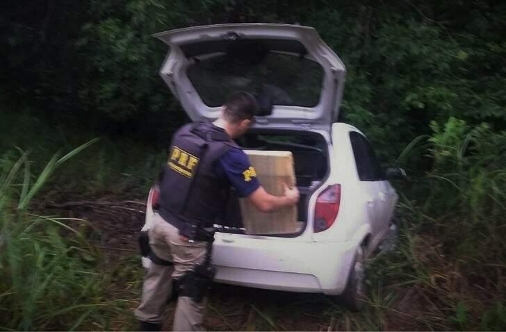 O condutor do veículo não foi localizado. (Foto: Divulgação/PRF)