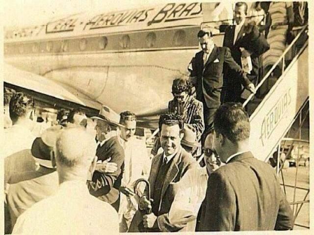 Inauguração do aeroporto em Campo Grande. Na foto, estão Fernando Correia da Costa e ao pé da escada, Wilson Barbosa Martins.