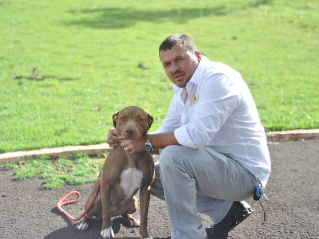 Juca é adestrador em Campo Grande. (Foto: Marlon Ganassim).