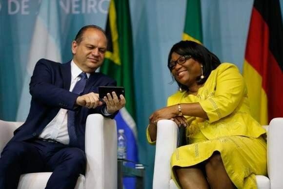 O  ministro da  Saúde,  Ricardo  Barros, e  a diretora da  Organização  Pan-Americana da Saúde,  Carissa  Étienne. (Foto: Akemi Nitahara)abrem, no Rio, o 1º Congresso Internacional de Práticas Integrativas e Saúde Pública