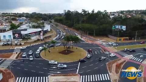Solução realista: semáforo em rotatória põe fim a estrangulamento no trânsito
