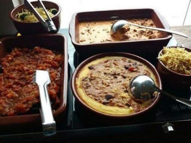 Das 10:00 as 14:00, pratos quentes do MHB Burguer tem toque de comida caseira.