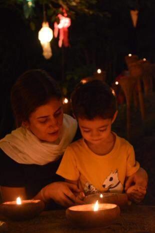 Ela e o filho de 3 anos, companheiro em toda aventura. (Foto: Arquivo Pessoal)