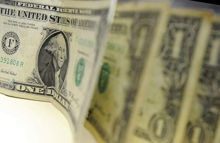 Dólar fecha novamente em alta e chega a R$ 3,83