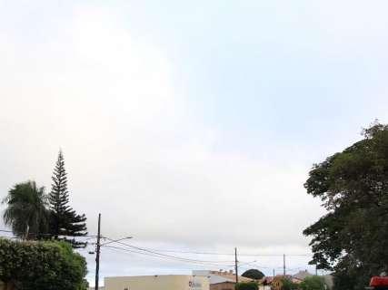 Dia amanhece nublado e previsão é de pancadas de chuva no Estado