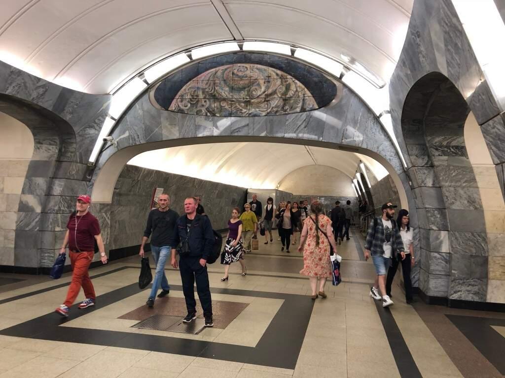 Estação Arbatskaya: A beleza do metrô de Moscou é algo incomparável com outros metrôs pelo mundo (Foto: Paulo Nonato de Souza)