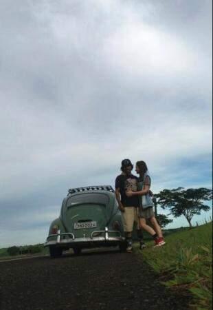 Hoje Tuga é o parceiro de viagem do casal.