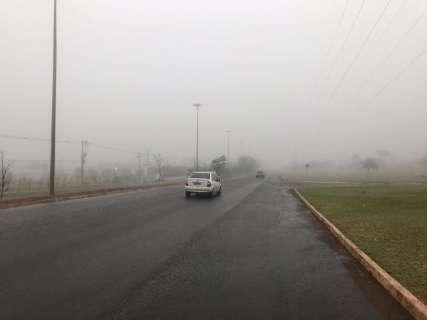 Sábado começa com neblina, temperaturas em queda e aeroporto fechado