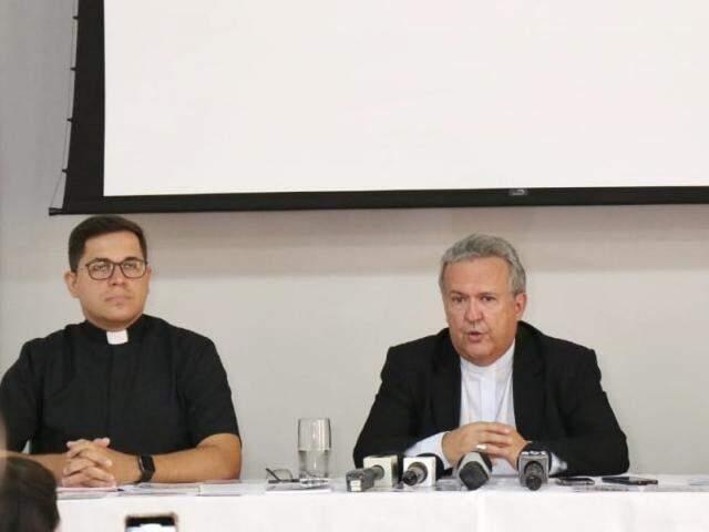 Dom Dimas ressaltou a importância da discussão do tema da Campanha. (Foto: Henrique Kawaminami)