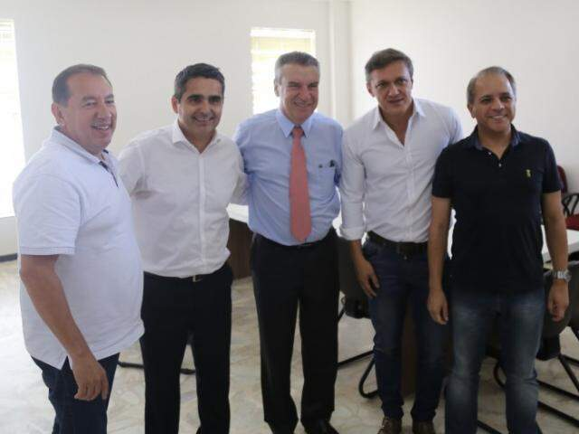 Claro, Herculano, Corrêa, Lucas e David, após reunião que confirmou apoio do G-6 ao deputado do PSDB na disputa pelo comando da Assembleia. (Foto: Paulo Francis)