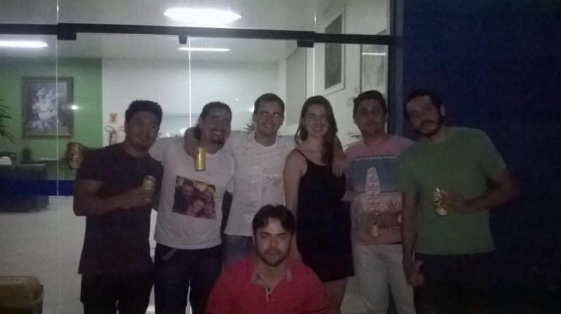 """Sobrinho levou os amigos para um """"esquenta"""" no velório. (Foto: Arquivo Pessoal)"""