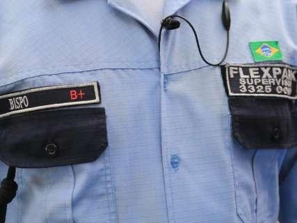 Parecido com farda policial, novo uniforme da Flexpark busca maior segurança