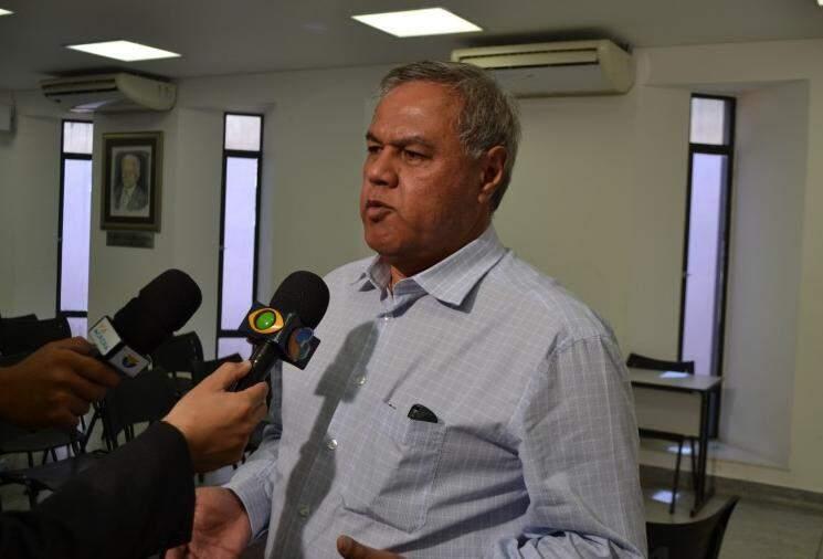 Disney de Souza diz que prefeitura vai fazer revisão daqueles que se sentirem lesados (Foto: Leonardo Rocha)