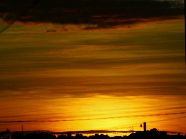 Dia amanheceu ensolarado em Campo Grande (Foto: André Bittar)