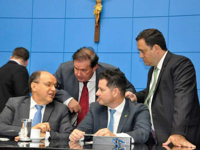 Deputados Junior Mochi (MDB), Eduardo Rocha (MDB), Renato Câmara (MDB) e Márcio Fernandes (MDB), durante sessão (Foto: Victor Chileno/ALMS)
