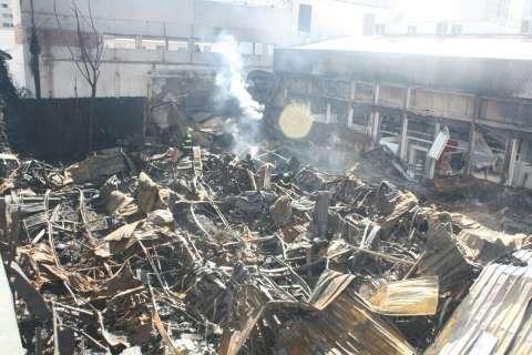 Faísca de solda pode ter provocado incêndio, suspeita Corpo de Bombeiros