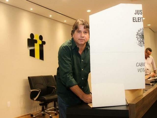 Candidato à reeleição, Caravina lidera chapa única em eleição na Assomasul. (Foto: Edson Ribeiro/Assessoria)
