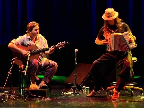 O público vai conferir o encontro do violão e da gaita de Renato Borghetti e Yamandu Costa. (Foto: Divulgação)