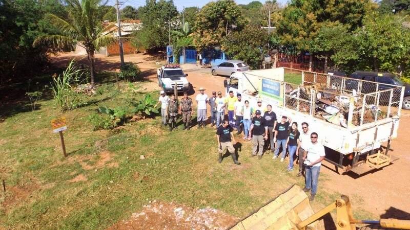 Voluntários passaram a manhã de sábado cuidando do meio ambiente. (Foto: Breno Teixeira)