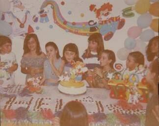 No aniversário da irmã Heloísa, apelido era escrito com brigadeiro. (Foto: Arquivo Pessoal)