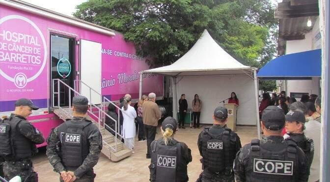 Carreta do Hospital do Câncer atendendo detentas da Capital. (Foto: Divulgação/Agepen)