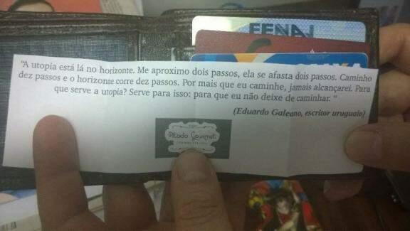 Poesia anda até na carteira de cliente. (Foto: Arquivo Pessoal)