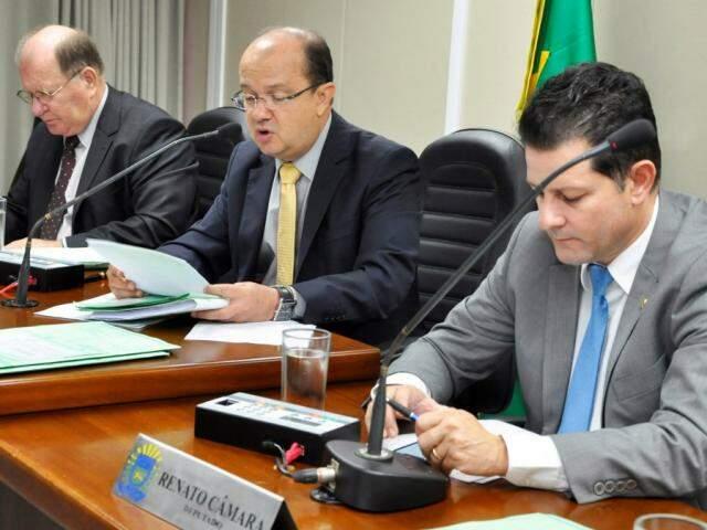 Deputados Enelvo Feline (PSDB), José Carlos Barbosa (DEM) e Renato Câmara (MDB), durante reunião da CCJR (Foto: Luciana Nassar)