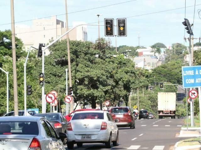 Novos sinais foram instalados, recentemente, devido a abertura da Rua Antonio Theodorowich, novo acesso para a Rua Antônio Maria Coelho;. (Foto: Saul Schramm)