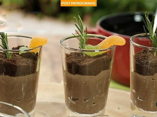 Confira a deliciosa receita de vasinho de brigadeiro pra agradar a criançada