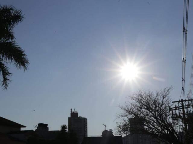 Em Campo Grande, máxima hoje deve chegar a 34ºC (Foto: Kisie Ainoã)